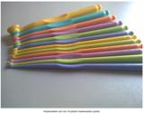 Haaknaalden set van 12 plastic haaknaalden pastel