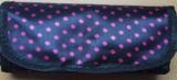 Haaknaaldenhoesje met 10 vakjes, zwart met roze stippen