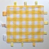 Labeldoekje, kraamcadeau, tutteldoekje gele ruit, witte achterkant