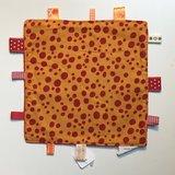 Labeldoekje, kraamcadeau, tutteldoekje oranje met rode stippen rode achterkant