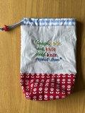 Yarnbag, project tasje, garen tasje, Knit repeat..... rode stof met bloemen