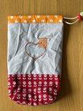 Yarnbag, project tasje, garen tasje, Knitting in hartje met breiwerk rode stof met bloemen