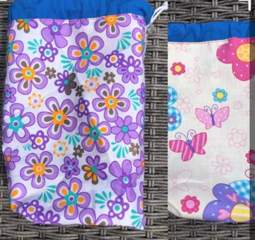 Handwerk project tas klein, yarnbag, omkeerbaar. wit met paarse bloemen, licht geel met vlinders
