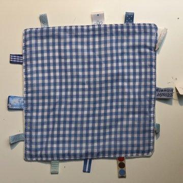 Labeldoekje, kraamcadeau, tutteldoekje blauw geruit, witte achterkant
