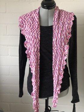 Roze gemeleerde halve maanvormige sjaal