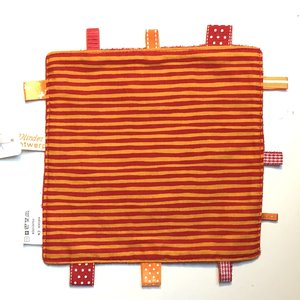 Labeldoekje, kraamcadeau, tutteldoekje oranje rood gestreept rode achterkant