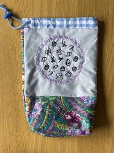 Yarnbag, project tasje, garen tasje, cirkel van klosjes met handwerkartikelen, paars groene stof