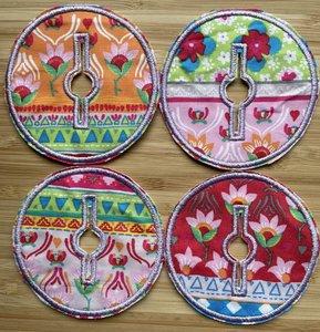 Sondepad rond voor button - gekleurde strepen met bloemen en figuren